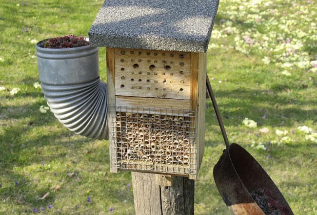 Insektenhotel im Garten 04